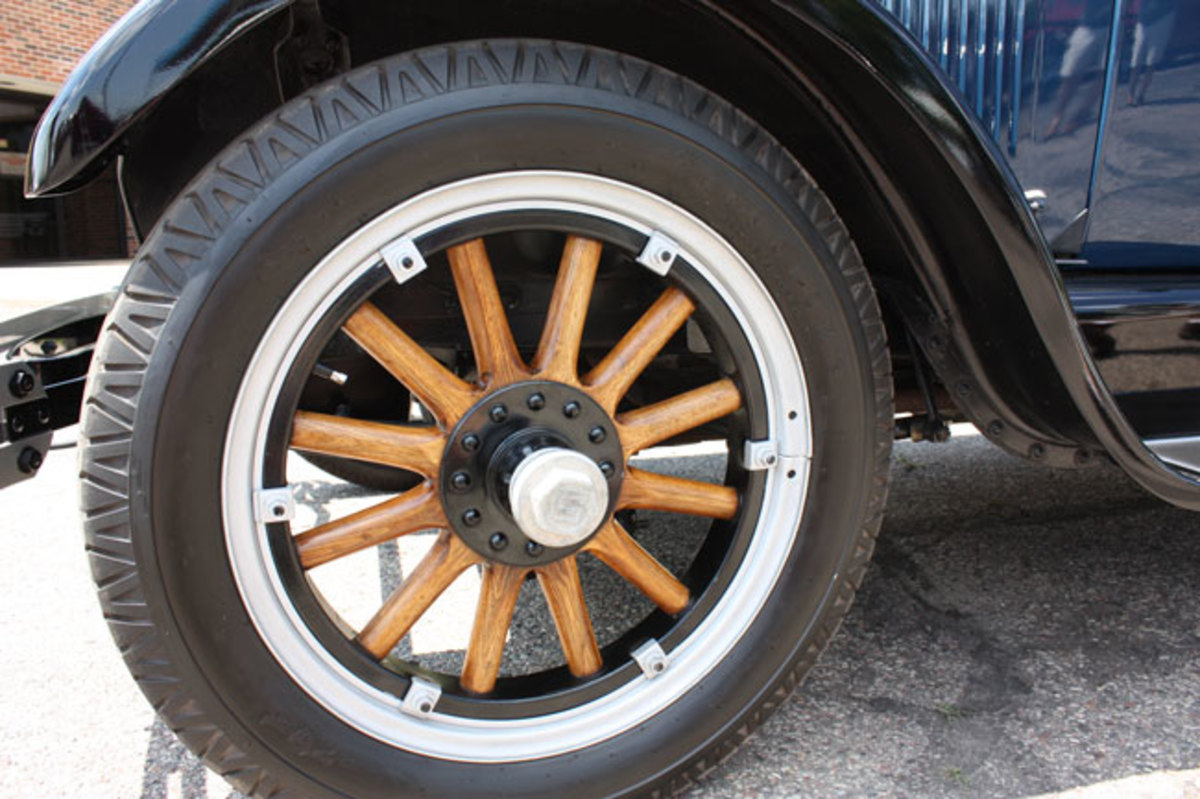 1925-Studebaker-wheel
