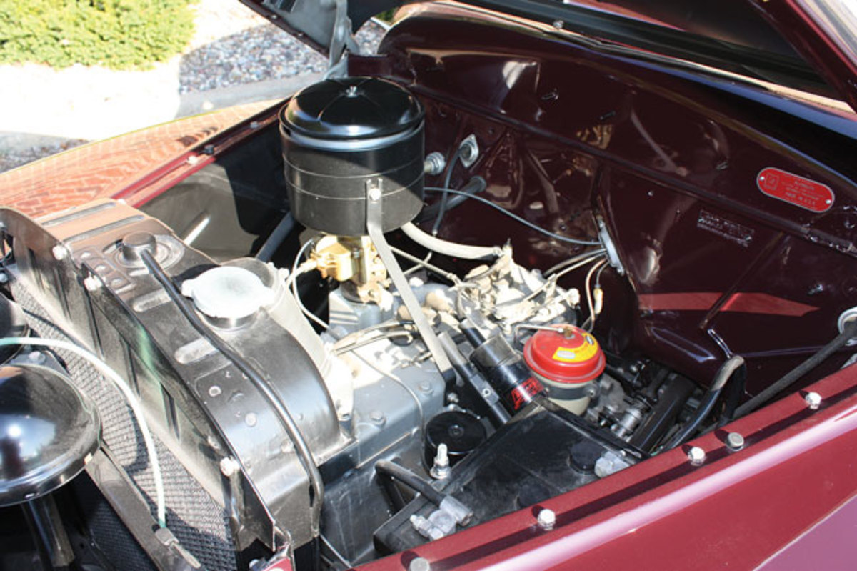 1948-Plymouth-engine