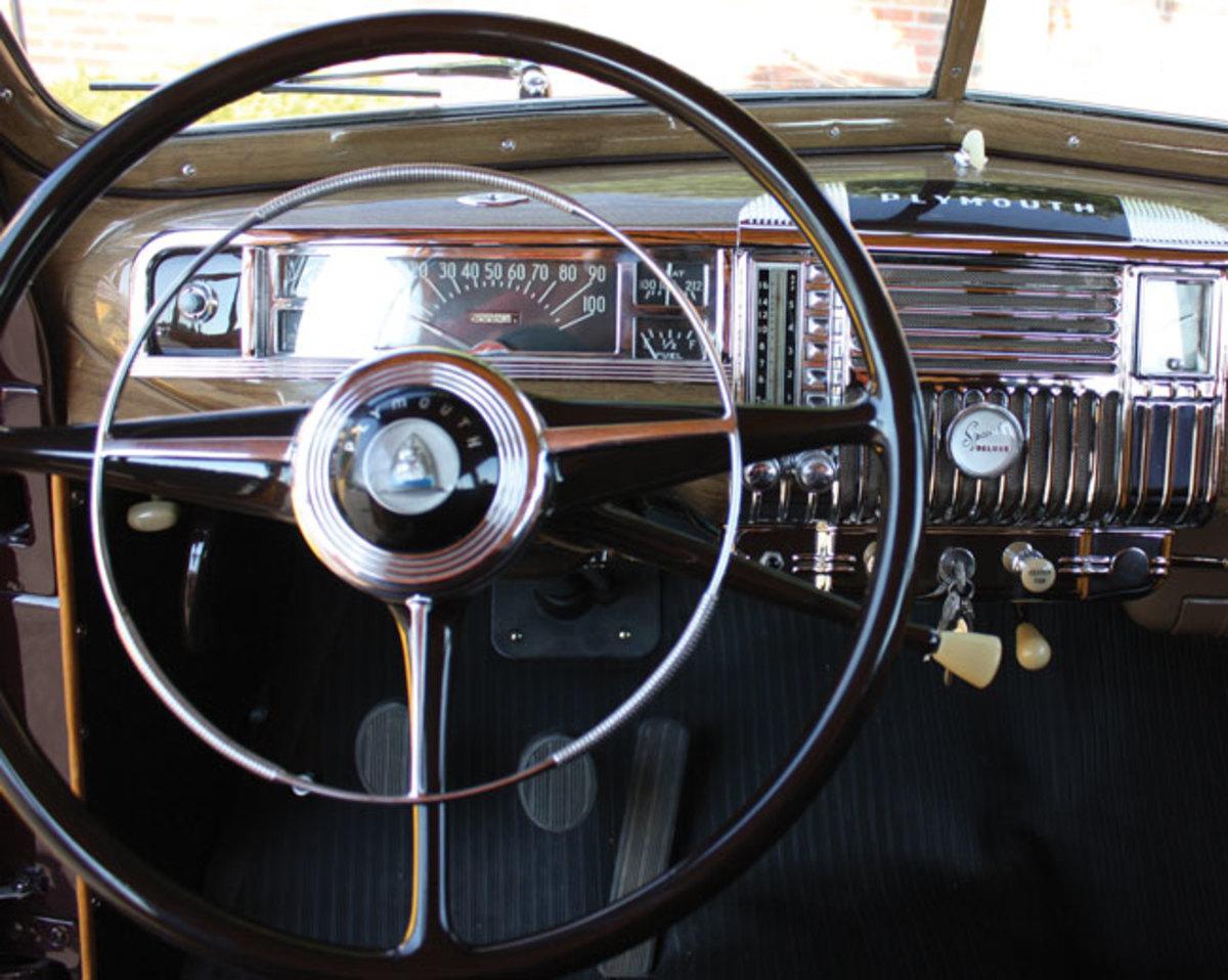 1948-Plymouth-dash2
