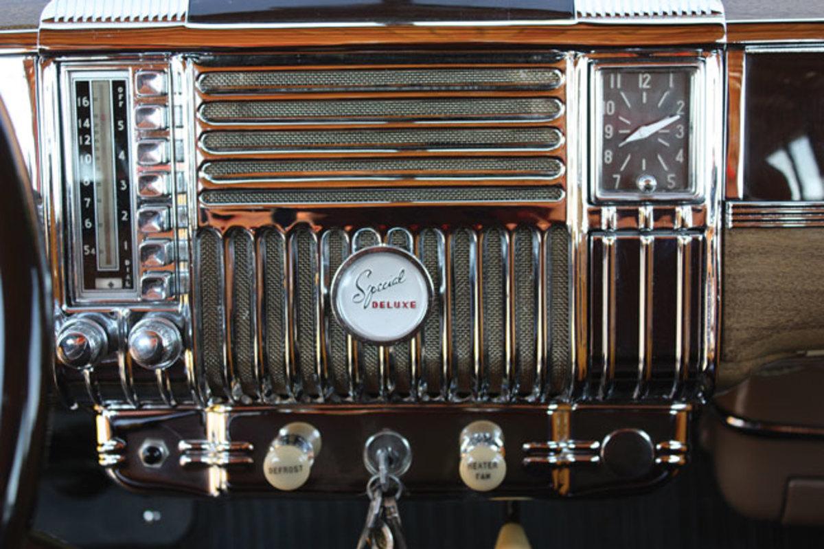 1948-Plymouth-dash