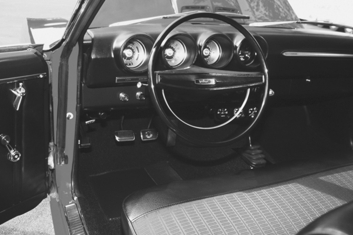 The interior on the Cobra was somewhat upscale, with pod-housed gauges and a Hurst shifter. Though this is a CJ-R, it has a bench seat.