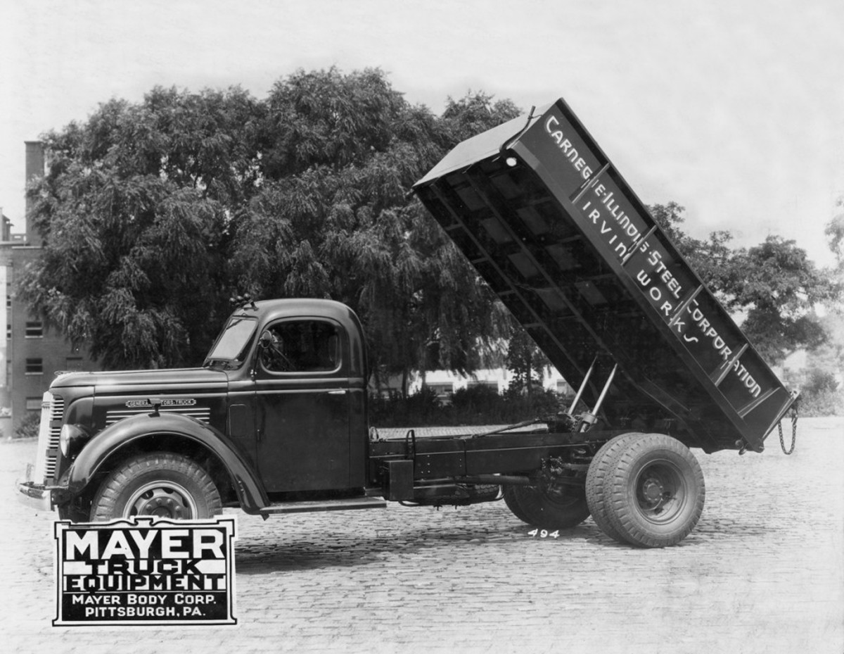 Built for the Carnegie-Illinois-Steel Corp.'s Irvin Works, this 1937 GMC Model T46-S wears a Model SSC-11 steel dump body and 5L Heil hydraulic hoist installed by Mayer Truck Equipment. The dump body was constructed of 8-gauge steel with a double-acting tailgate and a length of 144 inches, width of 84 inches and 24-inch-tall sides with bracing. The rig featured full-length mudboards and dark green paint on the cab and dump body.