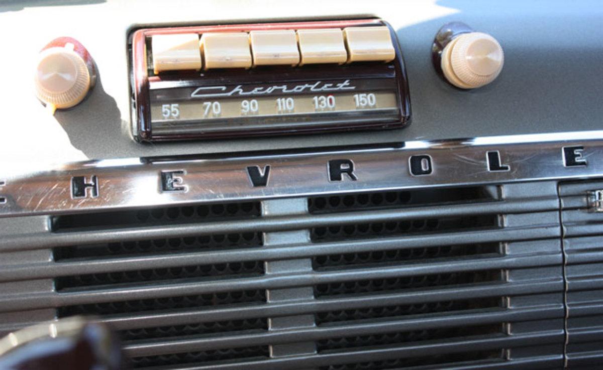 1951-Chevy-pickup-radio