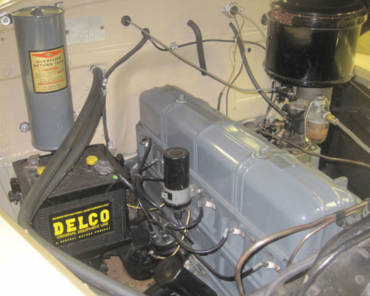 1942-Chevy-Aerosedan-3