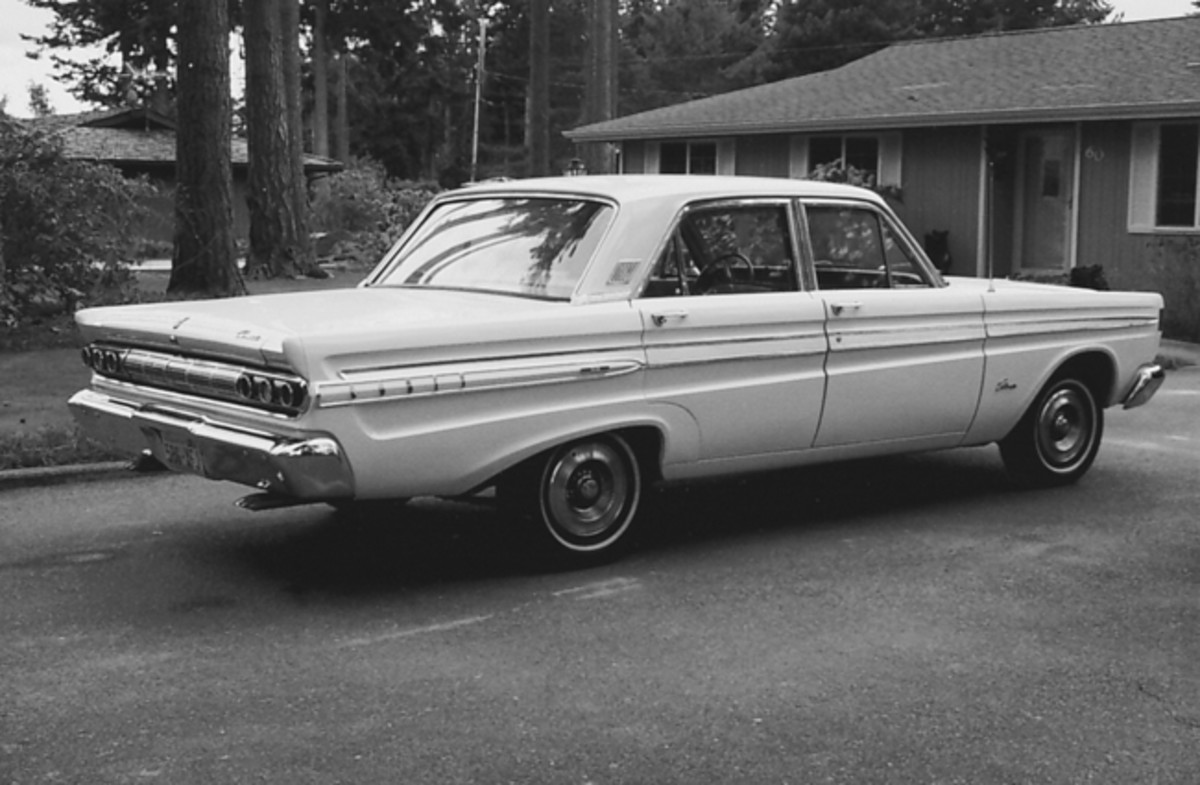"Three Comet trim levels were offered in 1964: the base 202 series, mid-level 404 series and the top-of-the-line Caliente, pictured here. The Caliente featured a ""Caliente"" name plate on the front fenders and a brushed aluminum applique on the body-side molding."