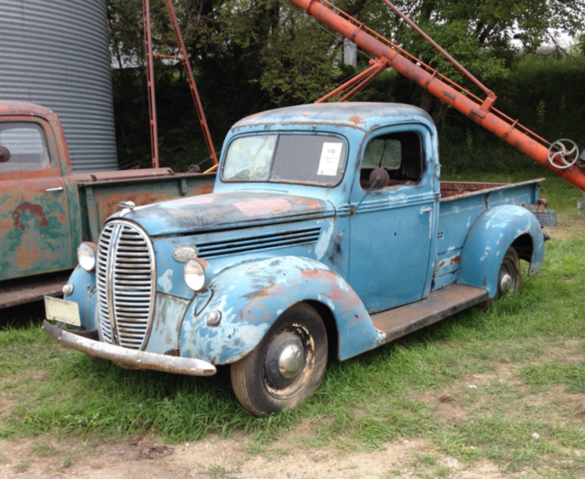 This 1939 Ford sported a Flathead V-8 and sold for $8,250.