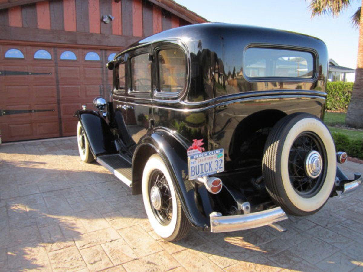 1932-Buick-rear