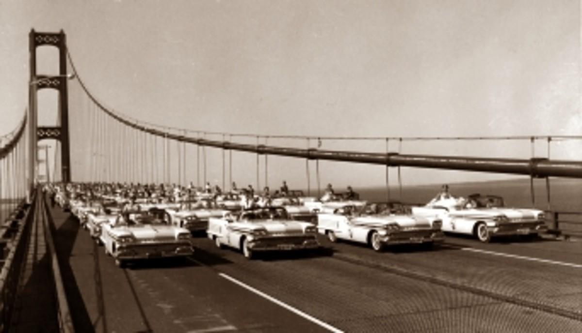 Mackinac cars bridge.jpg