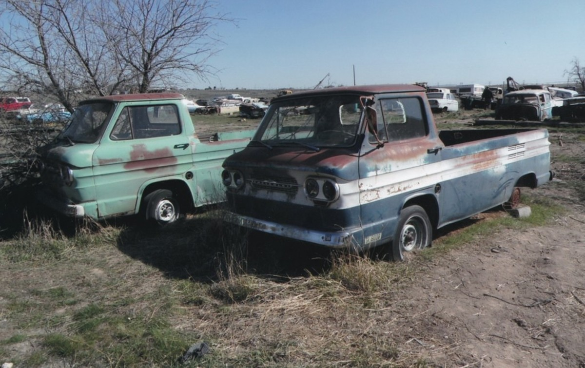 These two Corvair rampside pickups were bought by the same bidder. Which one will be the parts truck?