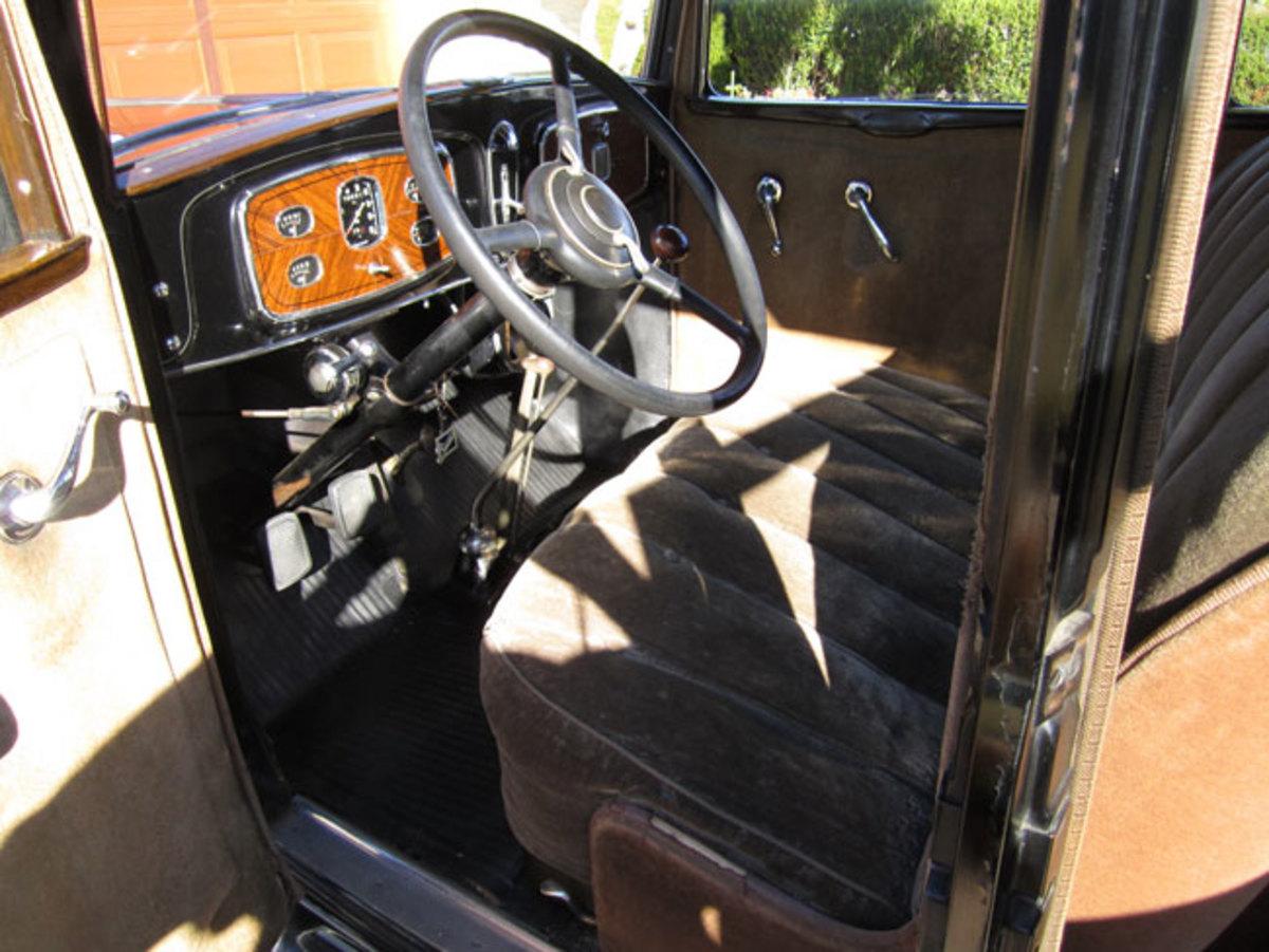 1932-Buick-interior2