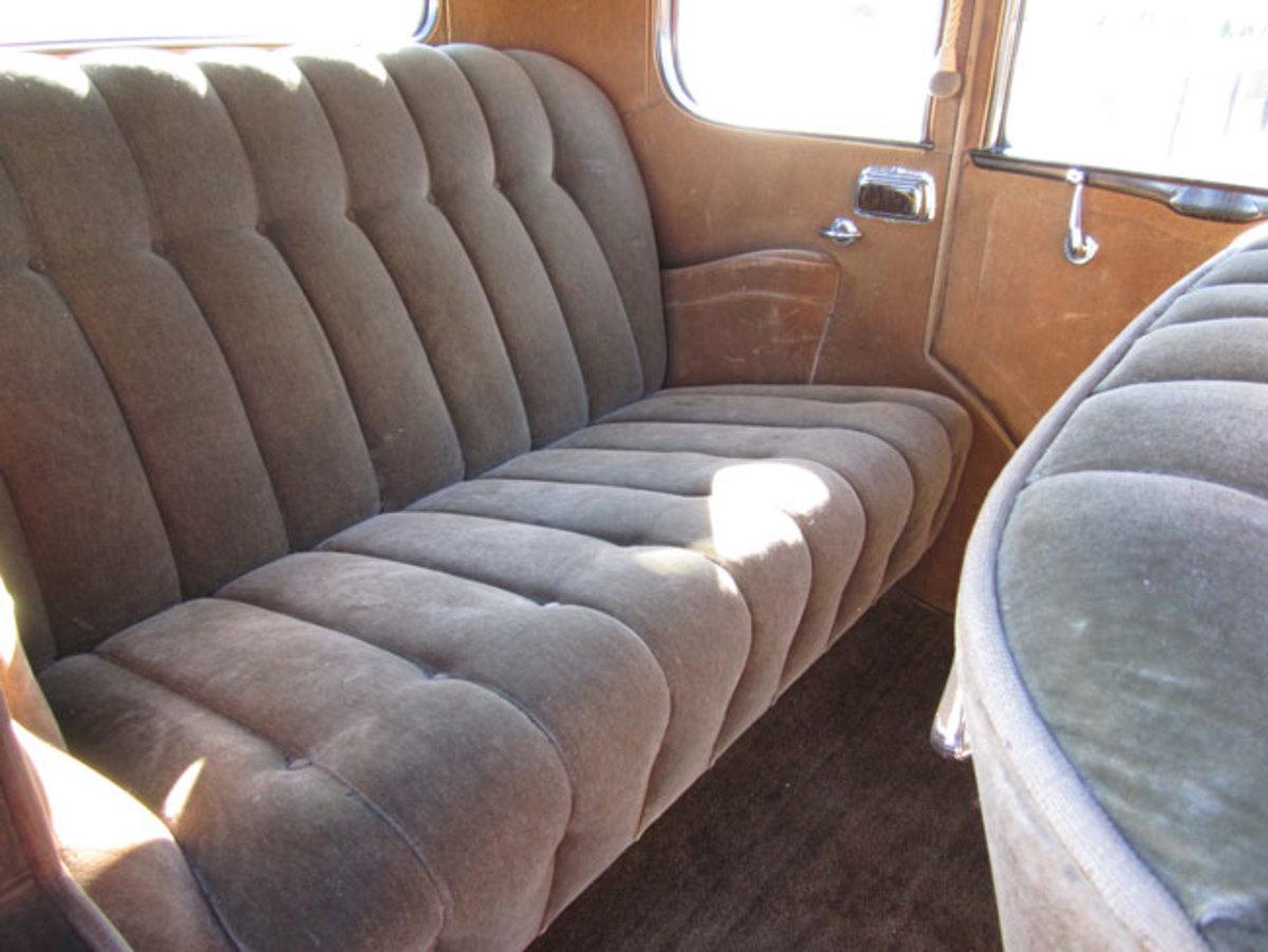 1932-Buick-backseat
