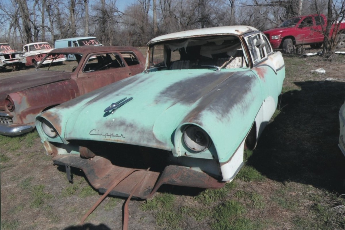 A solid 1955 Packard Clipper sedan looks ready for a restoration, but it's going to need an engine.