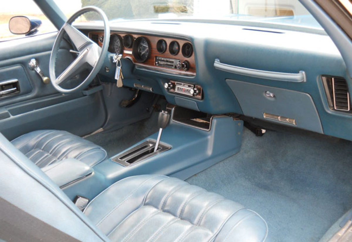1976-Firebird-interior3