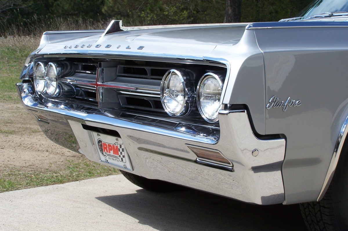 The nose of the 1964 Oldsmobile Starfire.