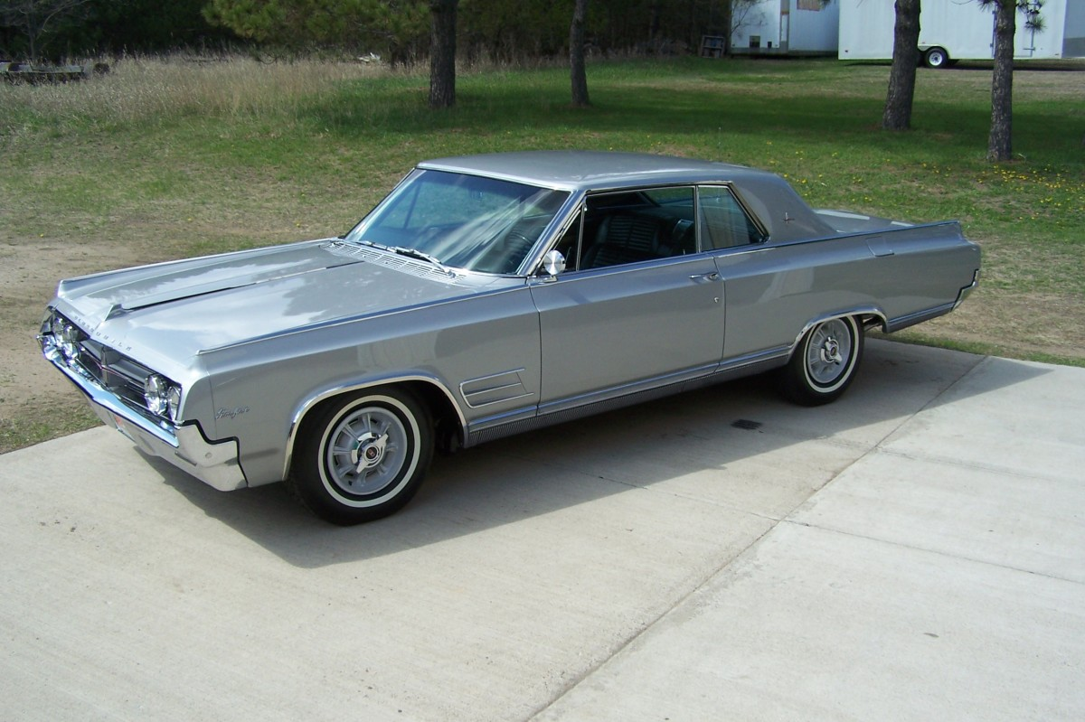 The 1964 Oldsmobile Starfire coupe from above.