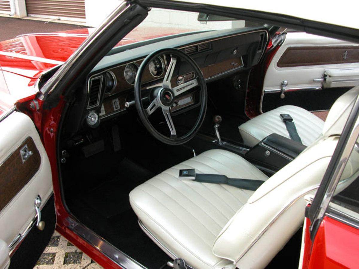 1970-Cutlass-Supreme-interior2