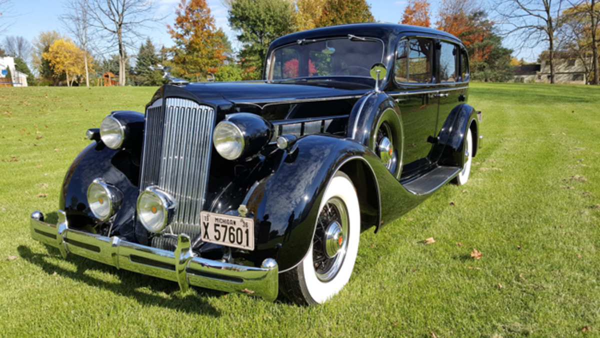 1936 Packard Eight owned by Stephen Burke of Ypsilanti, at Cars 'R' Stars