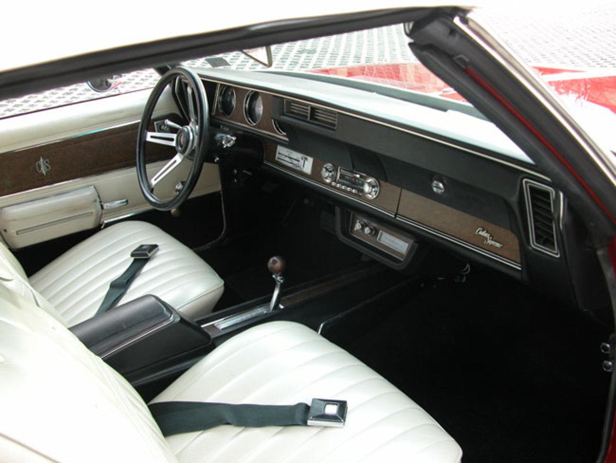 1970-Cutlass-Supreme-interior