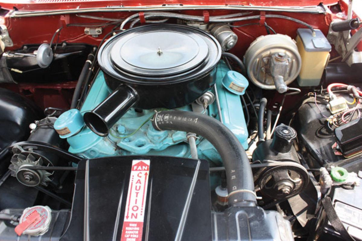 1960-Bonneville-engine