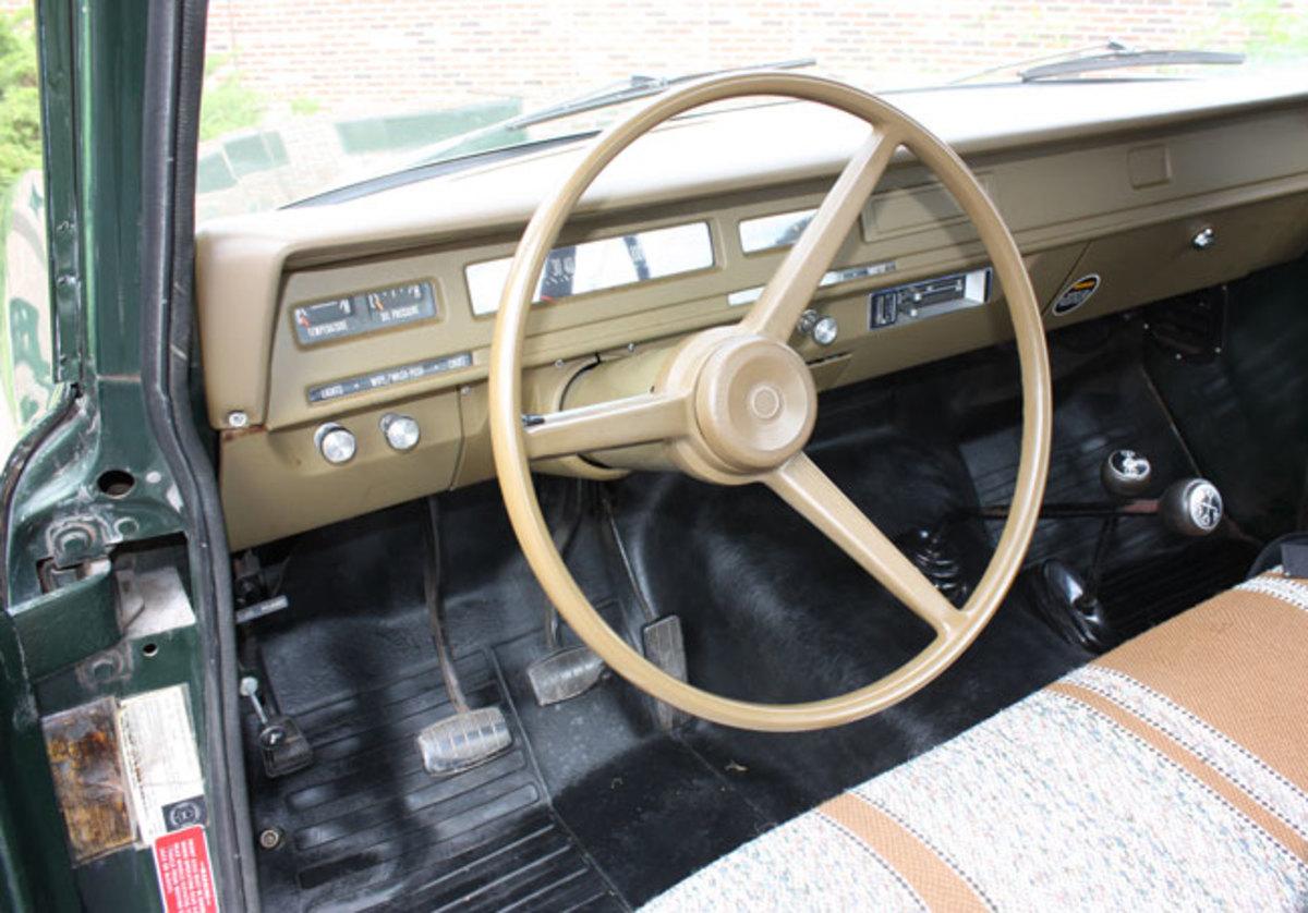 1975-IH-pickup-2