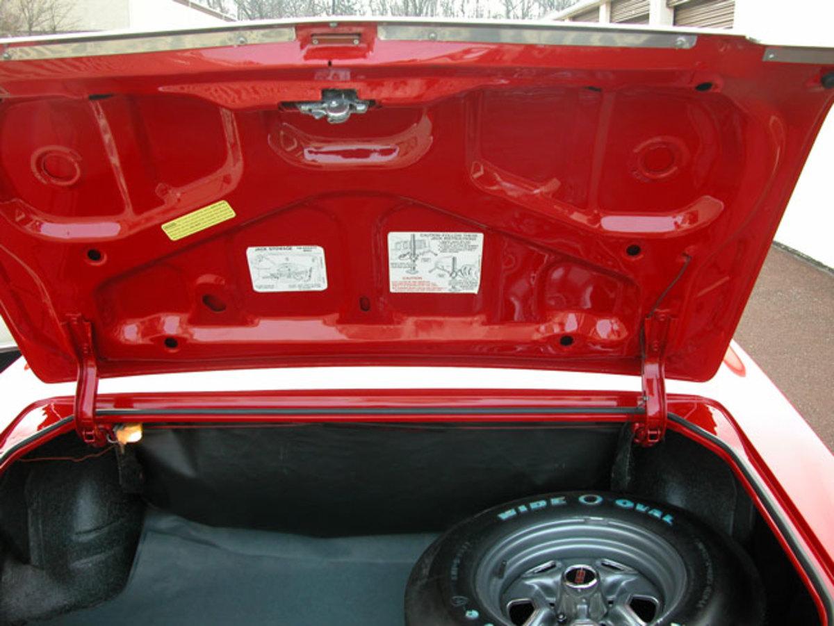 1970-Cutlass-Supreme-trunk