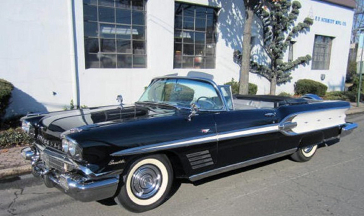 The '58 Pontiac Bonneville convertible shared the smaller Chieftain body.
