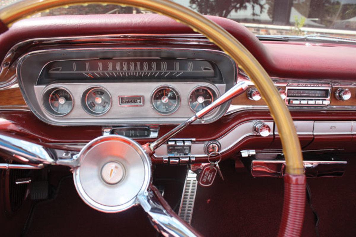 1960-Bonneville-dash2