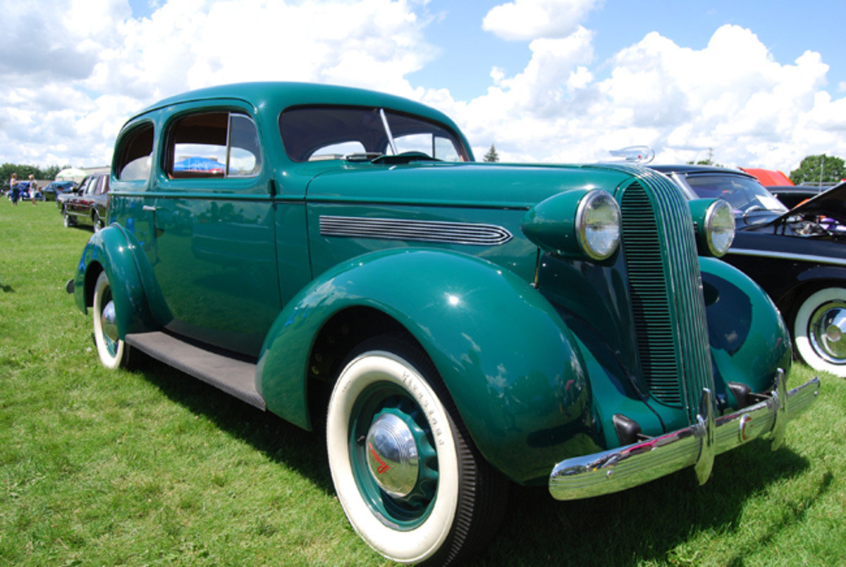The '36 Pontiac styling has an obvious art deco look. The bullet headlights were moved to the sides of the radiator surround and these appear to have sealed beams bulbs.