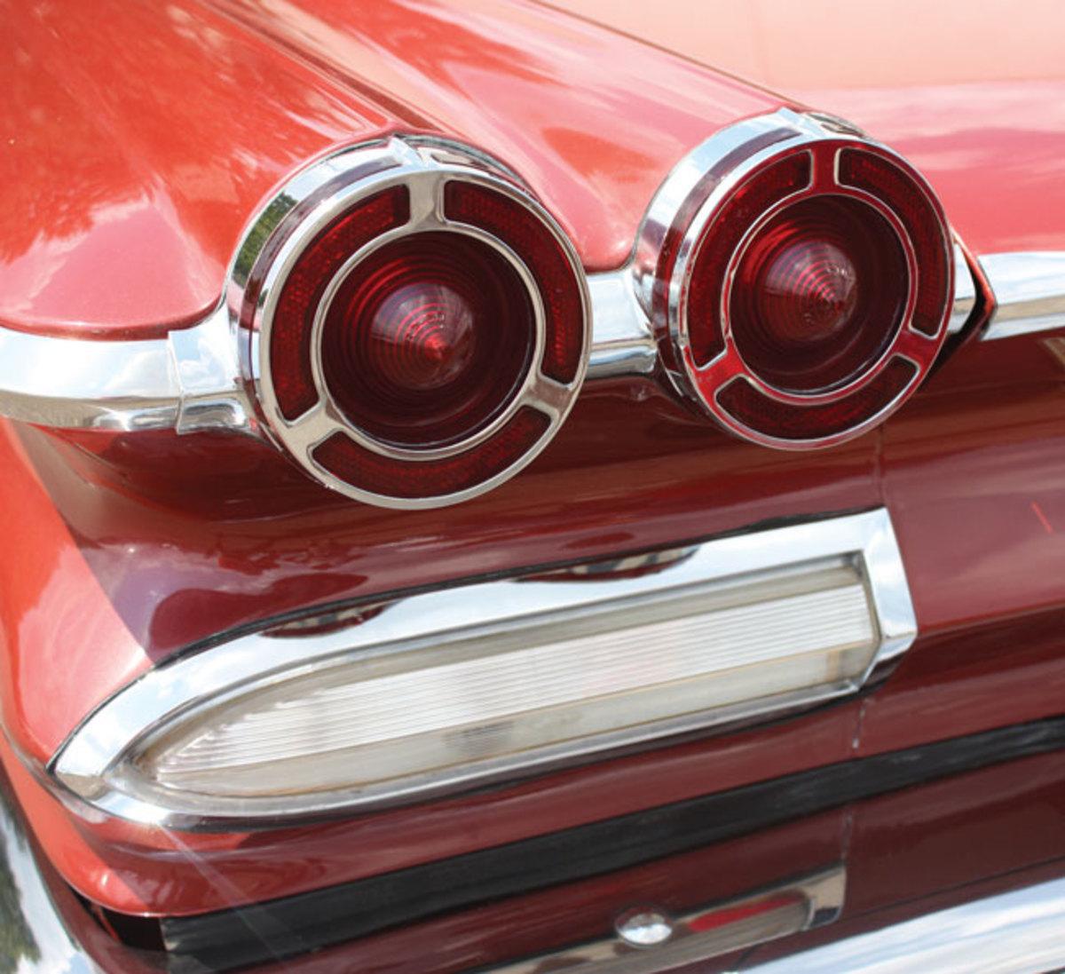 1960-Bonneville-tail-light