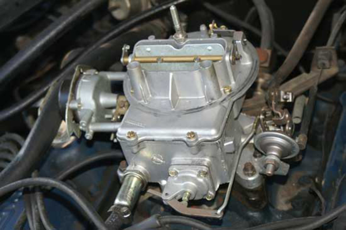 The two-barrel Ford carburetor was used for various applications from 221 cubic inches to more than 400 cubic inches in displacement.