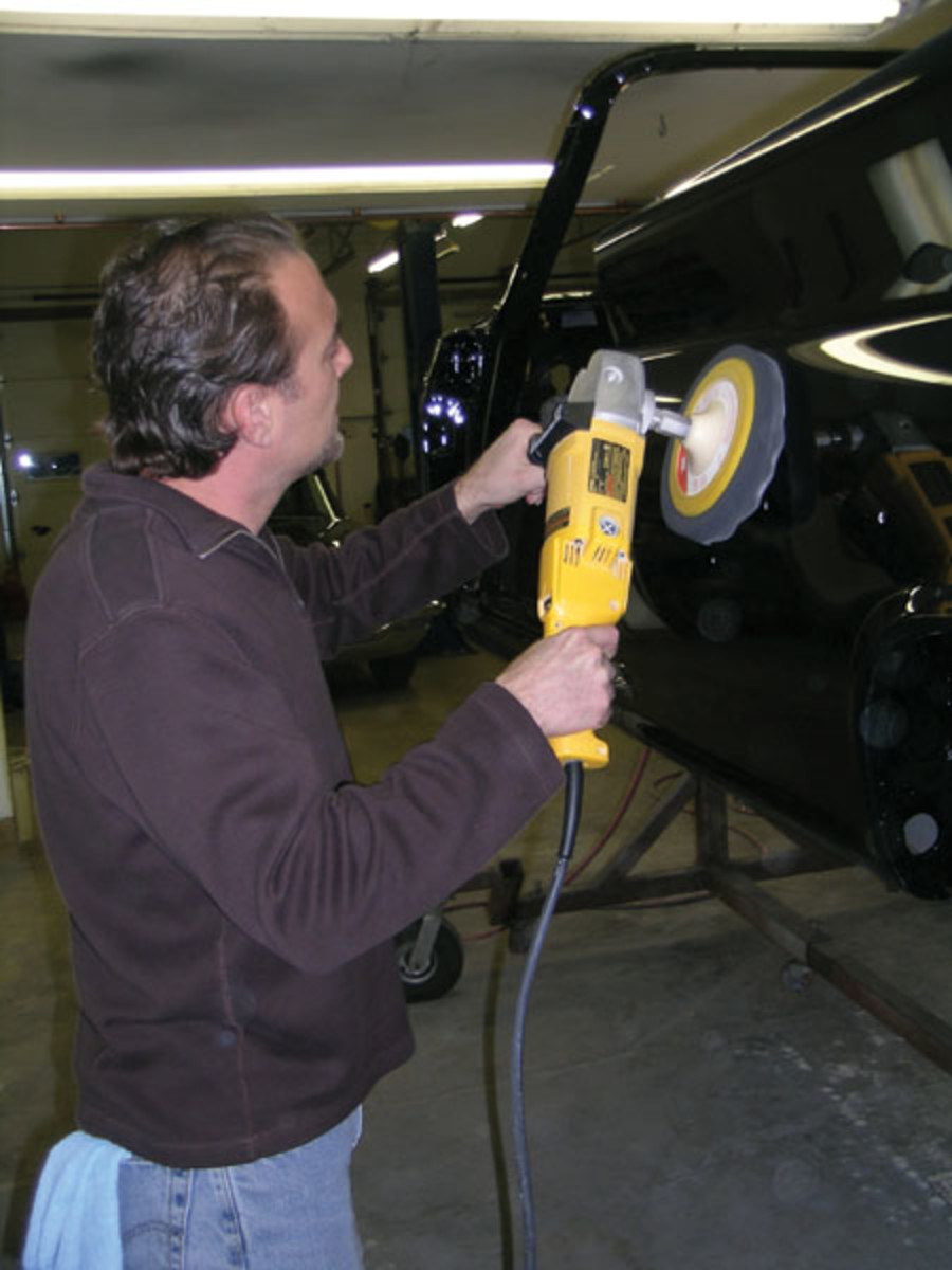 Kopecky applies the final polish with a 3M Perfect-It Ultrafina SE foam compoundpad and Perfect-It Ultrafina SE polish using a variable speed polisher.