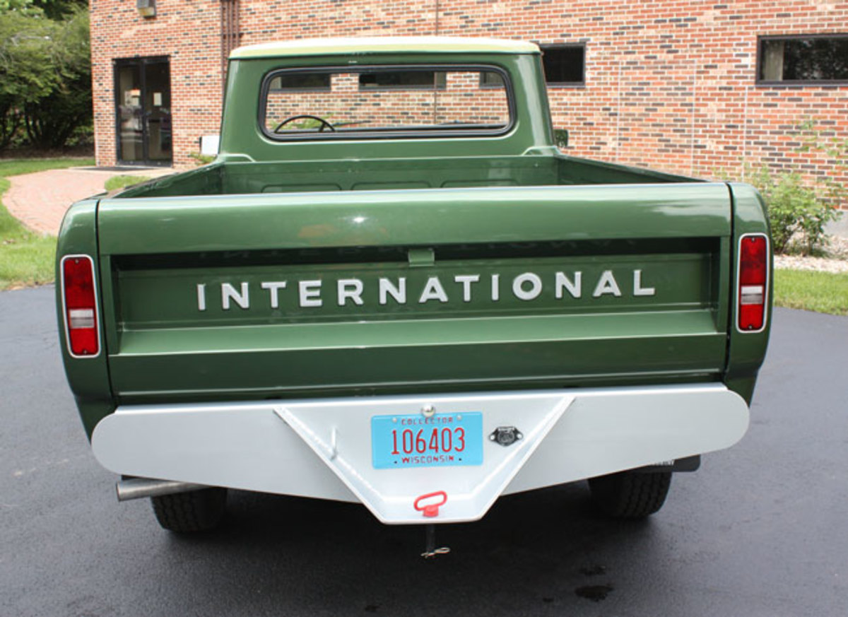 1975-IH-pickup-5