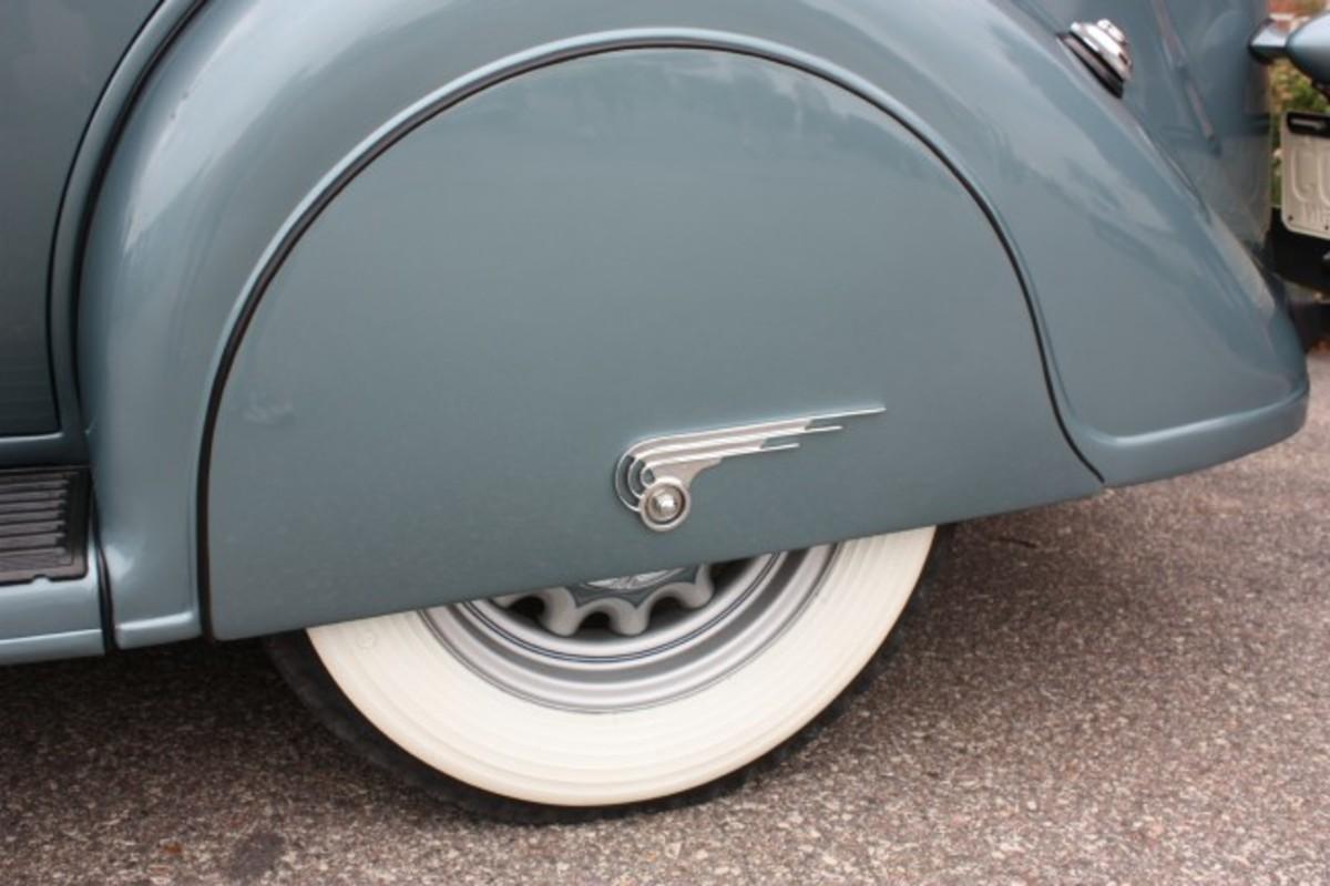 1936 Dodge-skirts
