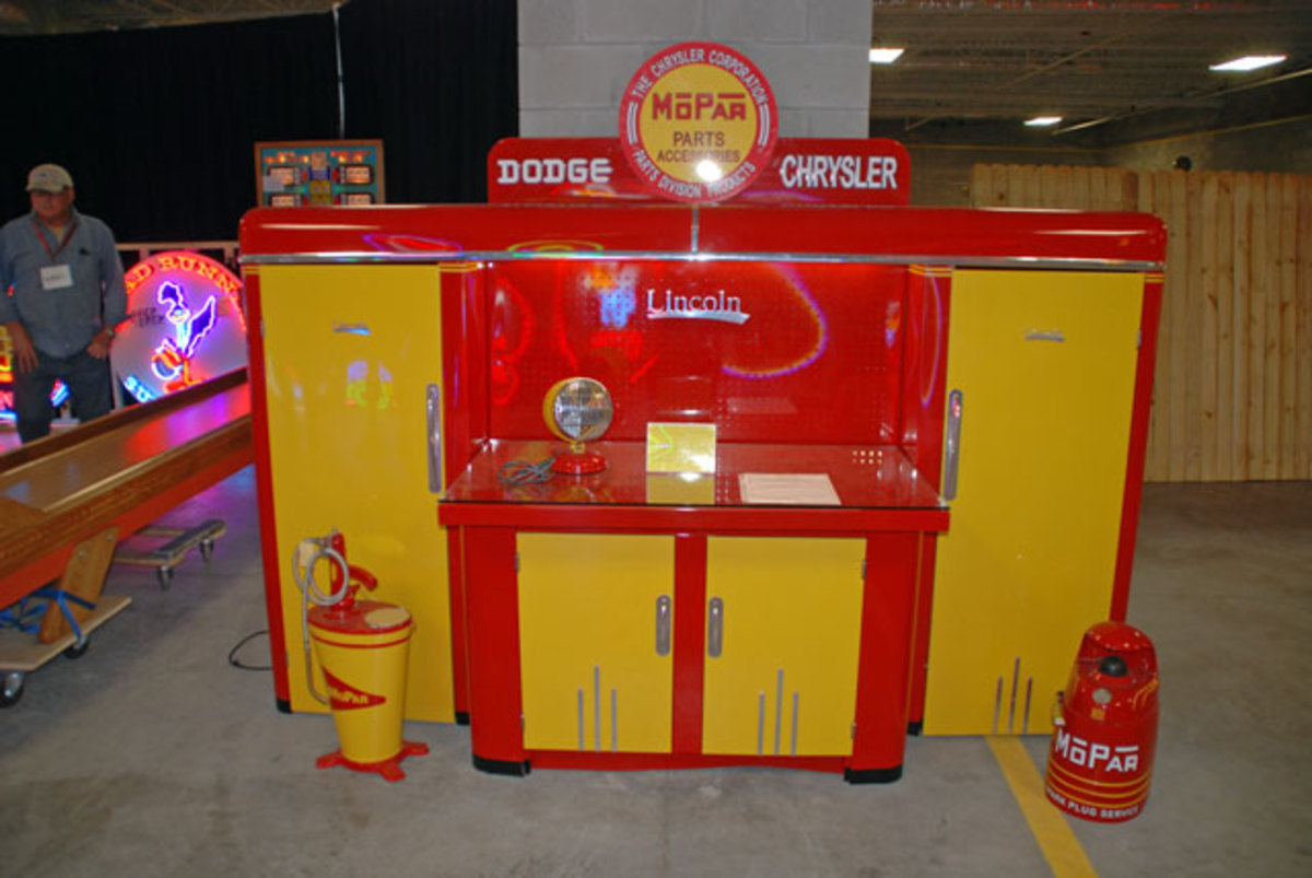 Even a Ford or GM fan has to admire this restored service cabinet set, produced by Lincoln Steel Craft and restored in traditional MoPar colors and motif.