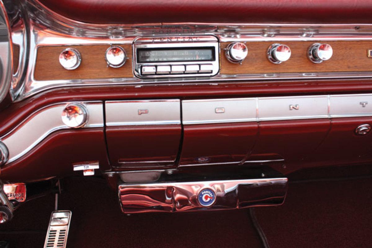 1960-Bonneville-dash