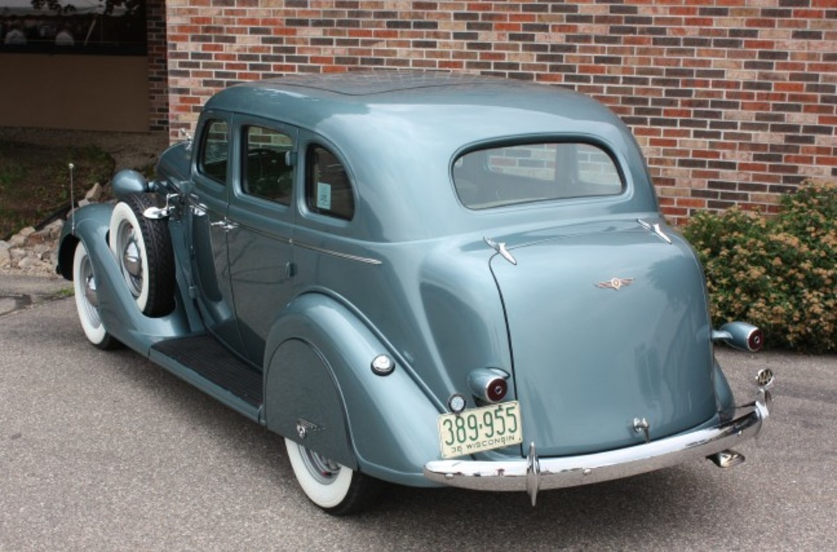 1936 Dodge-rear1