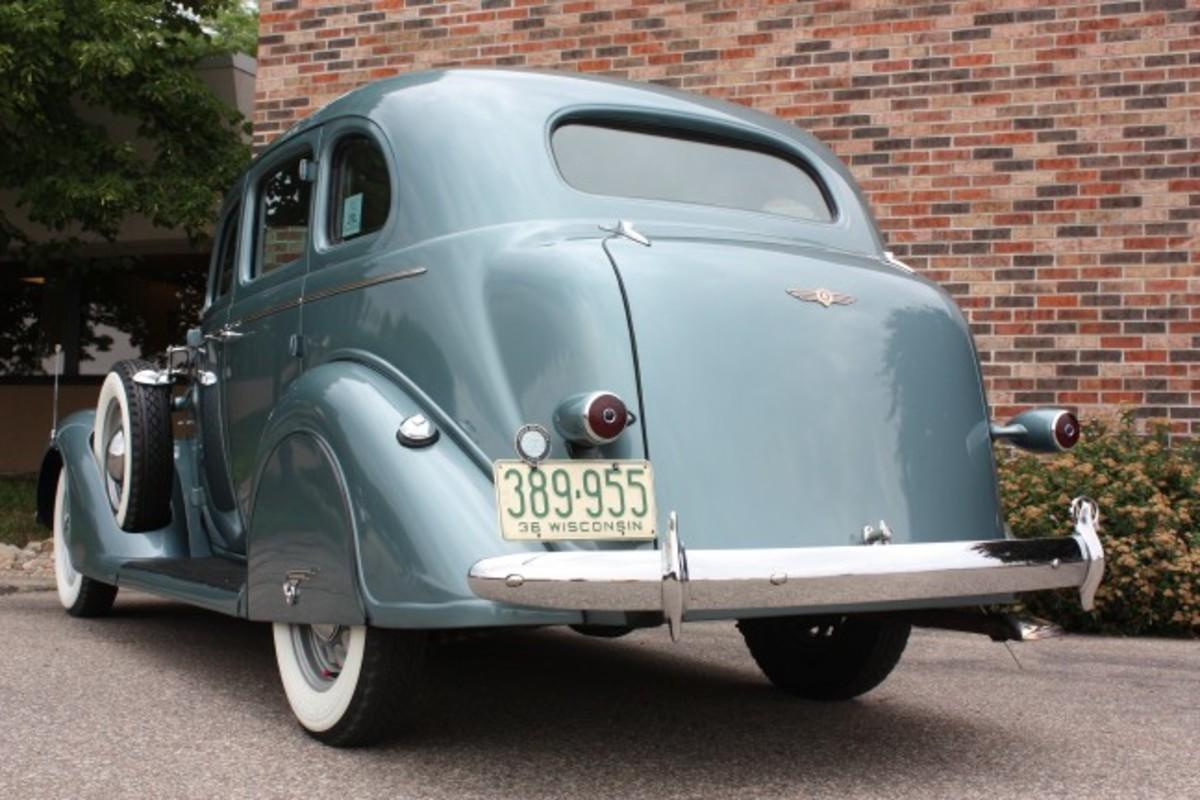 1936 Dodge-rear2