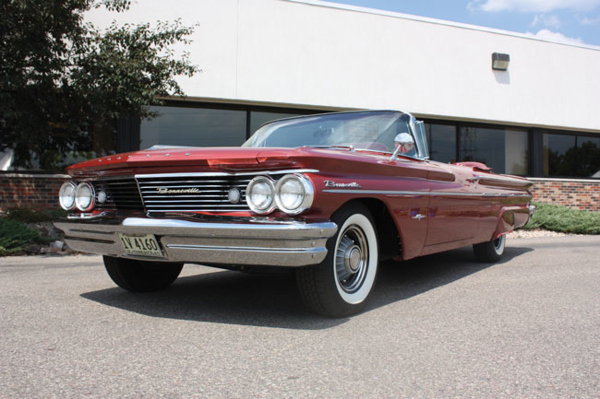 1960-Bonneville-low-front