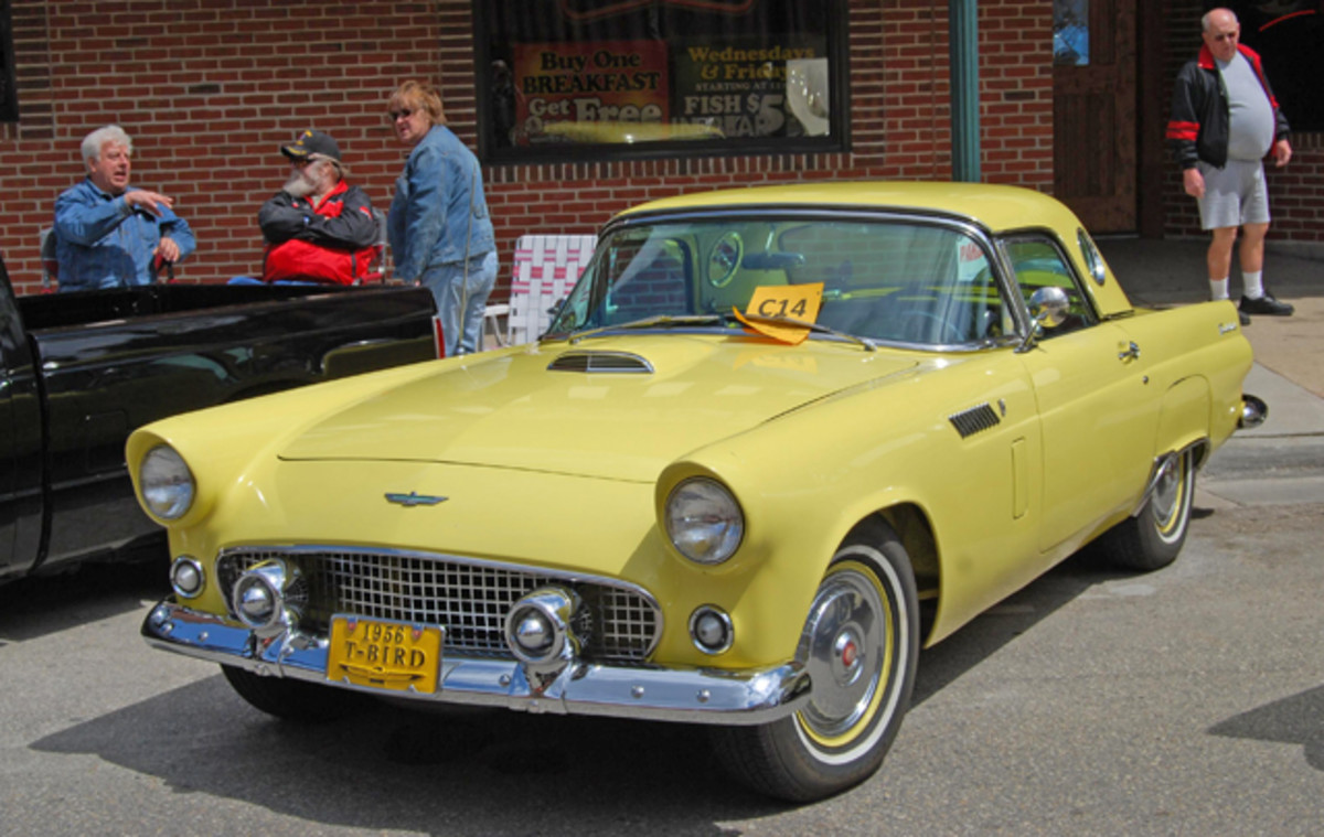 Parked outside the Mineshaft restaurant was a pretty '56 T-Bird.
