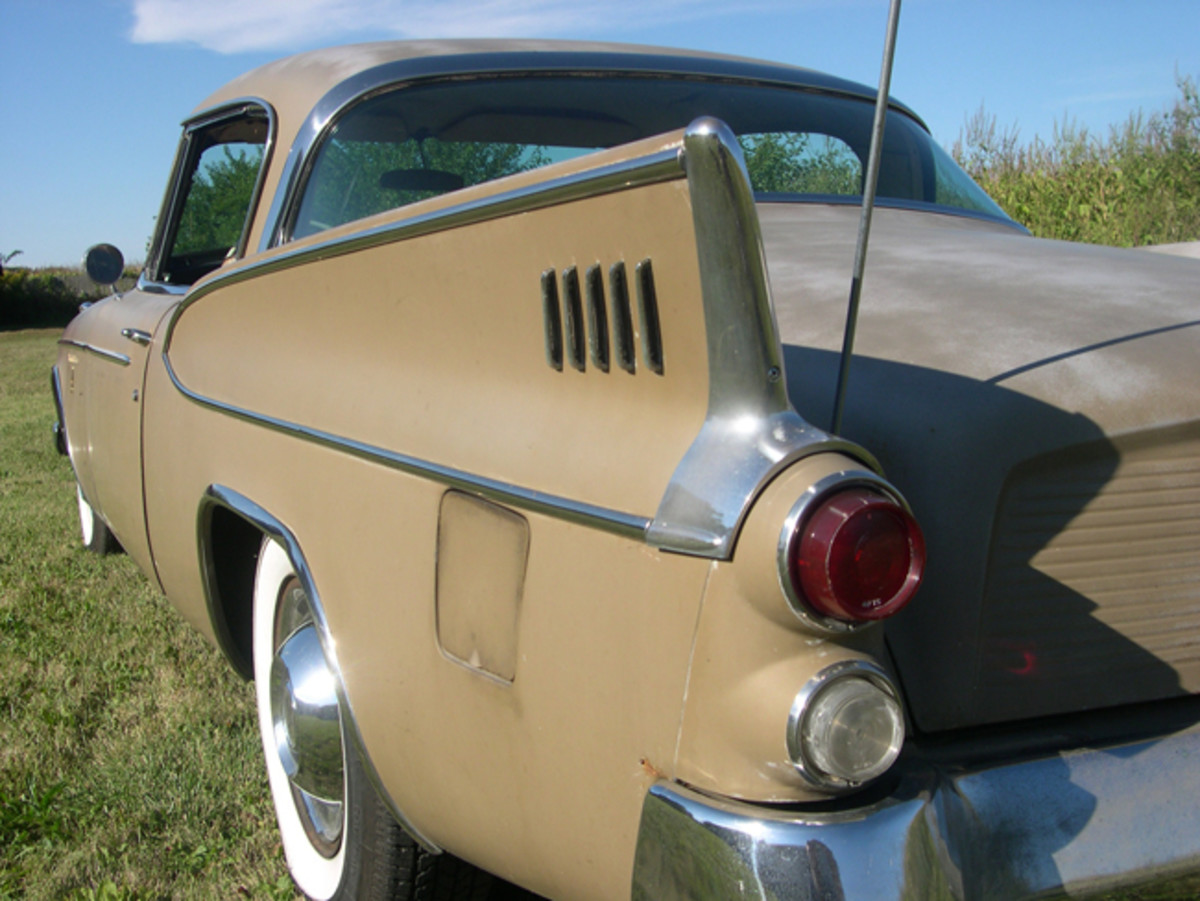 The fins on the '58 Golden Hawk were certainly a sign of the times, but didn't seem overdone.
