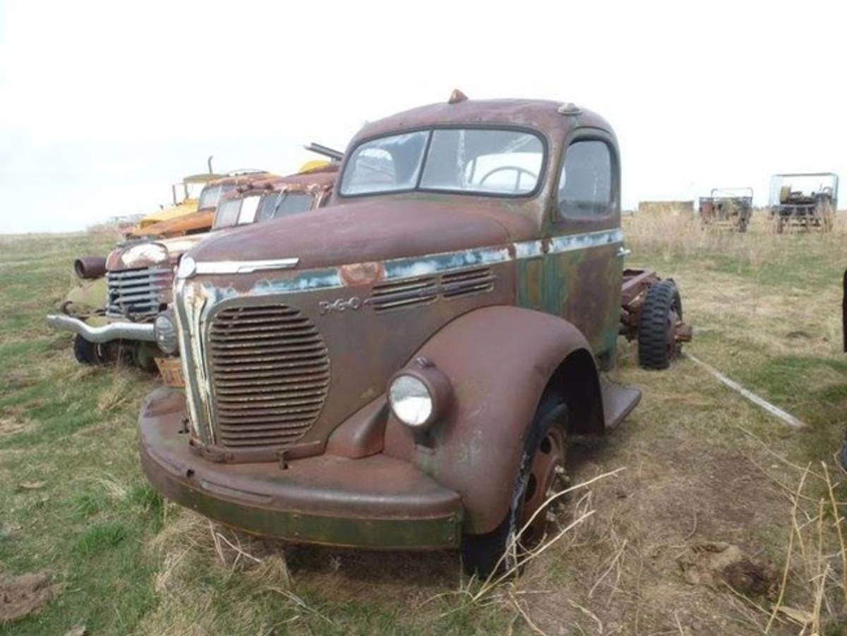 1940 REO Speed Wagon Truck (PRNewsfoto/K-BID Online, Inc.)