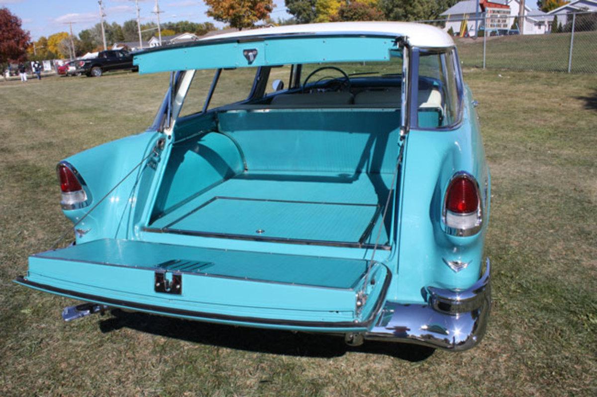 1955-Nomad-tailgate