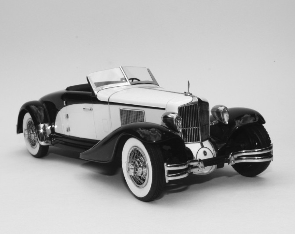 Automodello has just released this 1:24 model of Brooks Stevens' one-of-a-kind Cord L-29 roadster.