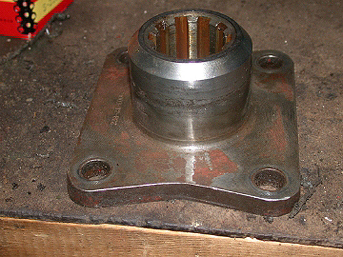 The flange (taken off the truck) with evident wear on the sealing surface.