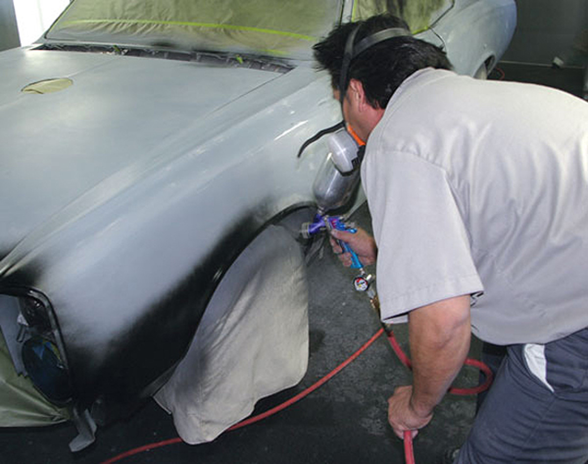 We jam and paint the edges first as we go around a car, allowing the paint in these areas to set up a bit before painting the larger flat areas. This gives us a chance to control the paint in the hard-to-reach areas first, then get into the simpler flatter areas last.