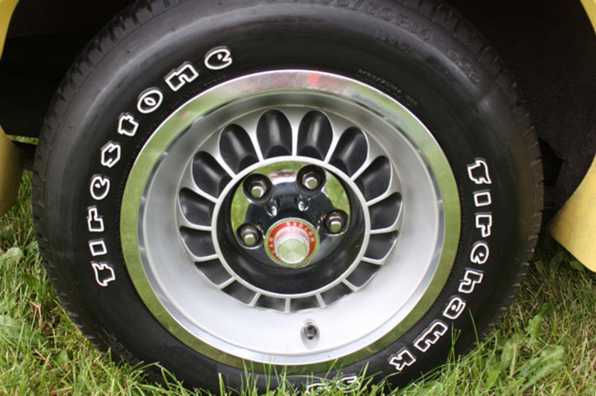 1977-AMC-Hornet-wheel