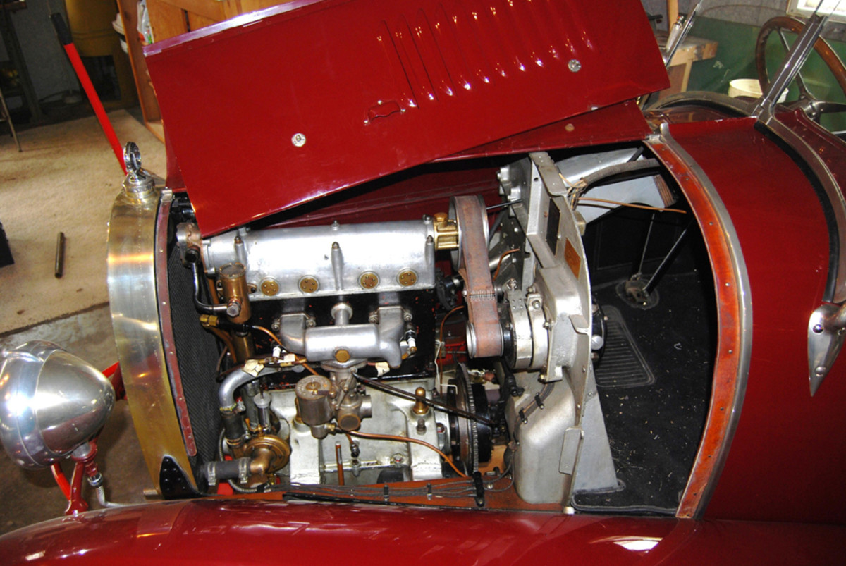 The Brescia used an improved 1.5-liter version of the four-valve overhead-cam four that had originated in the Bugatti Type 13.