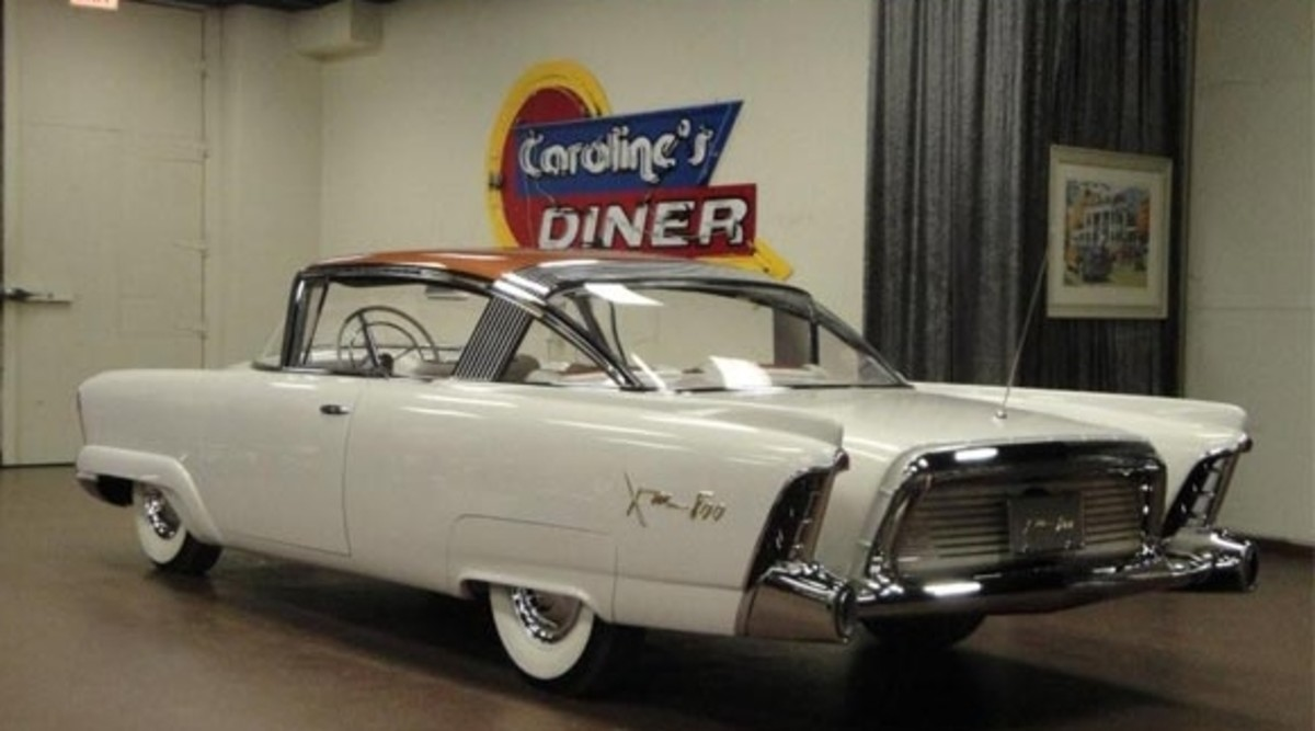 The 1954 Mercury XM-800 today, owned by Chicago Vintage Motor Carriage.