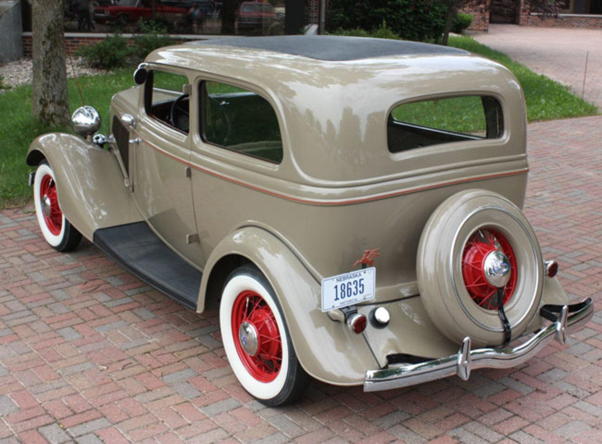 1934-Ford-rear