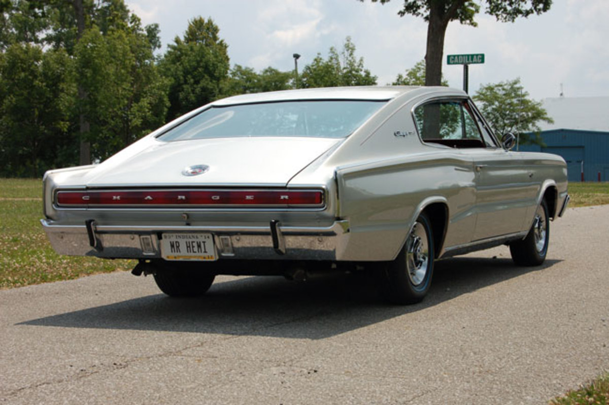 1966-Hemi-Charger11